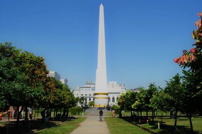 monumento independencia yangon