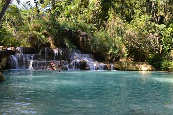 baño cascadas kuang si