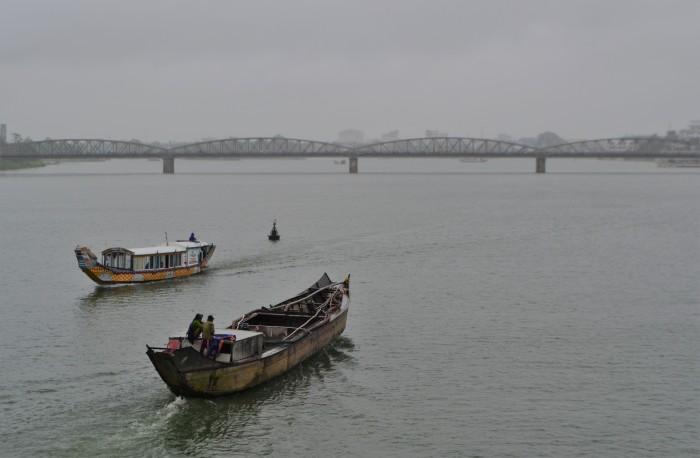 barco por el río perfume en hue