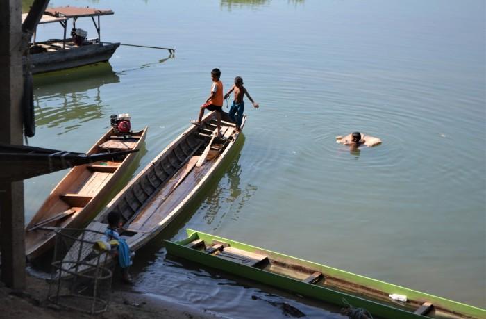 niños jugando don det mekong