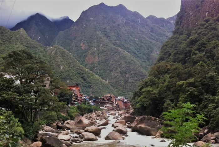 vista aguas calientes perú