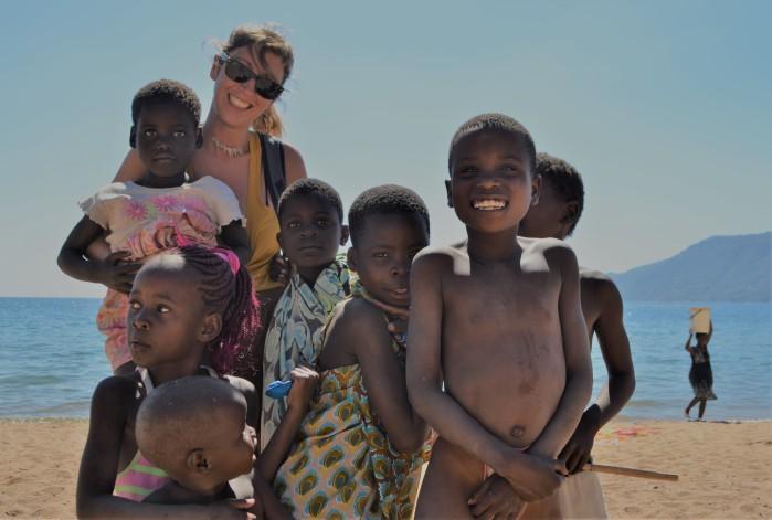 Jugando en lago Malaui