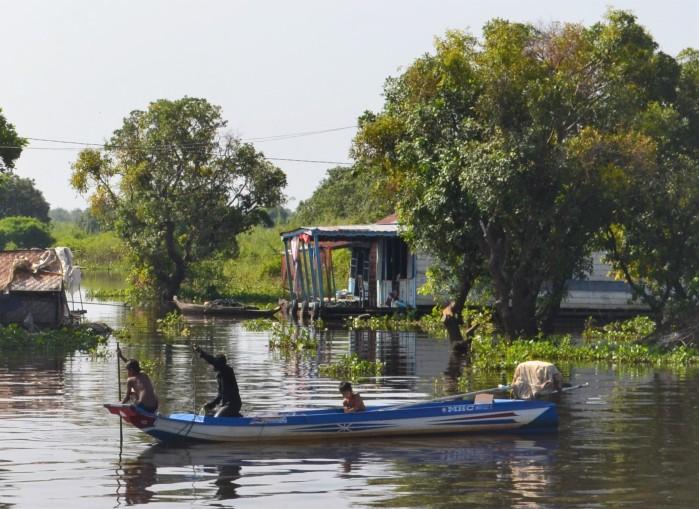 Pescando en Tonlé Sap